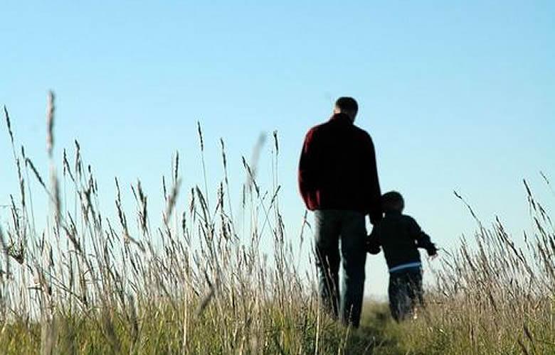子は親の背中を見て育つ