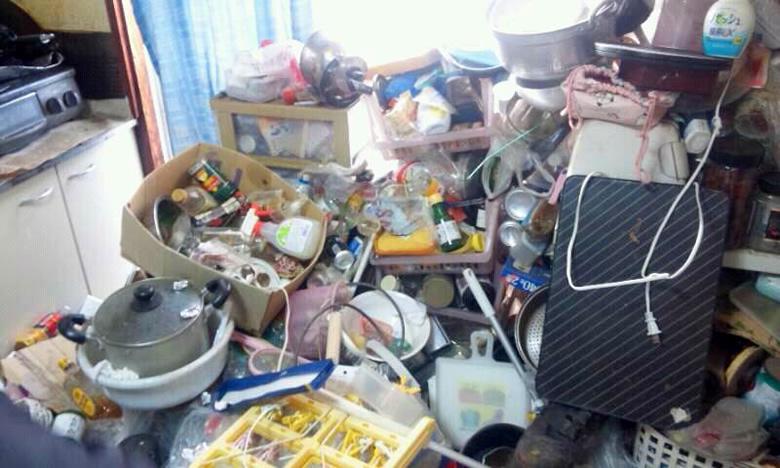 「どうすれば片付くの…」ゴミ屋敷と化した実家を掃除するコツと方法