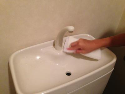 手洗い器の黒ずみの落とし方