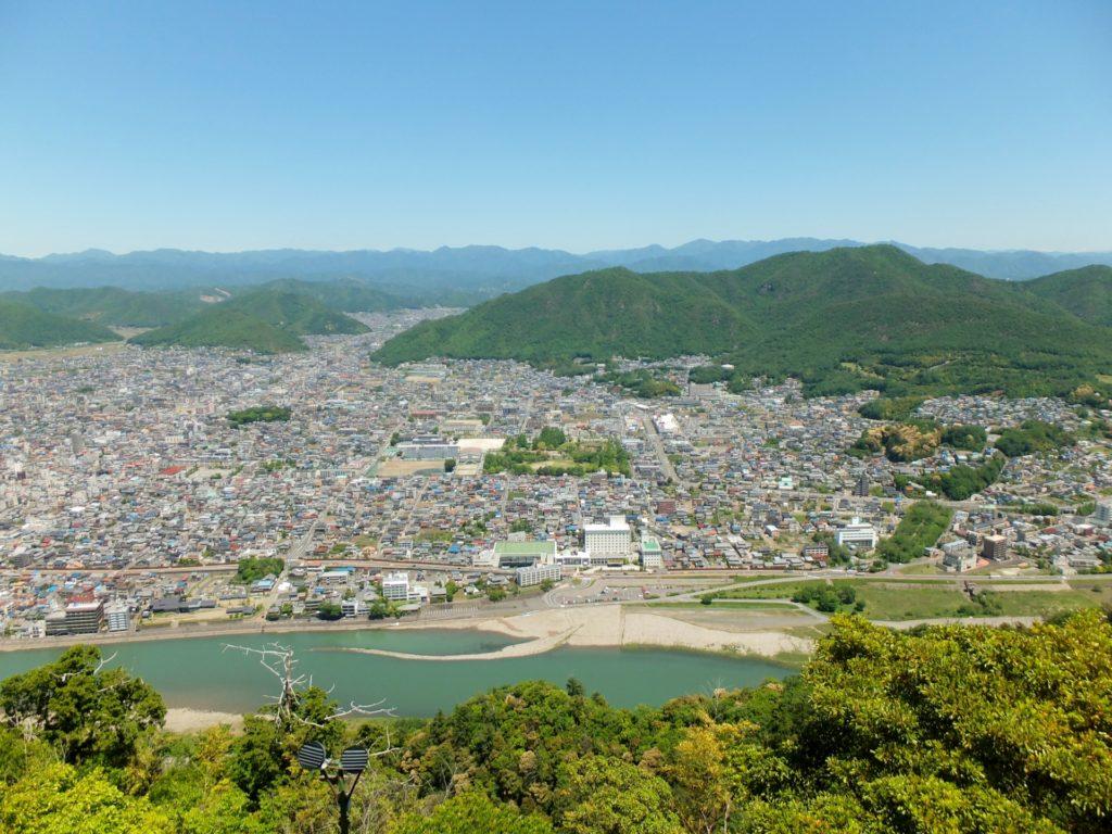 岐阜県内で処分に困るお仏壇・仏具の処分費用相場~最も安く処分する方法