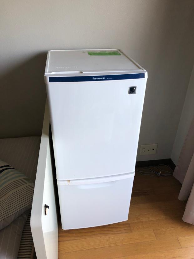 小型の冷蔵庫を1点回収いたしました!