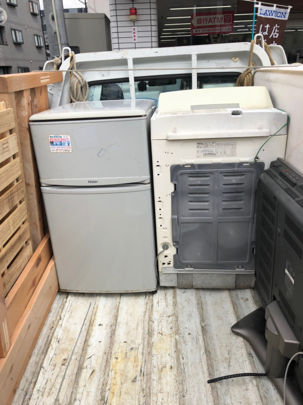 大型電化製品や、ベッドなど重量のある不用品を短時間で回収いたしました!