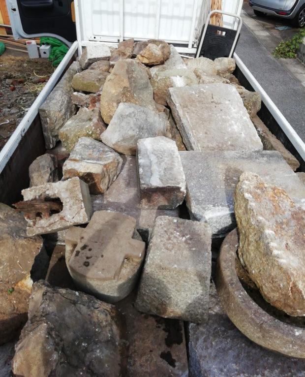 【大津市膳所】木材や庭石の回収!大きく重量のある石もあっという間に運び出し、スピーディーな対応にご満足いただけました。