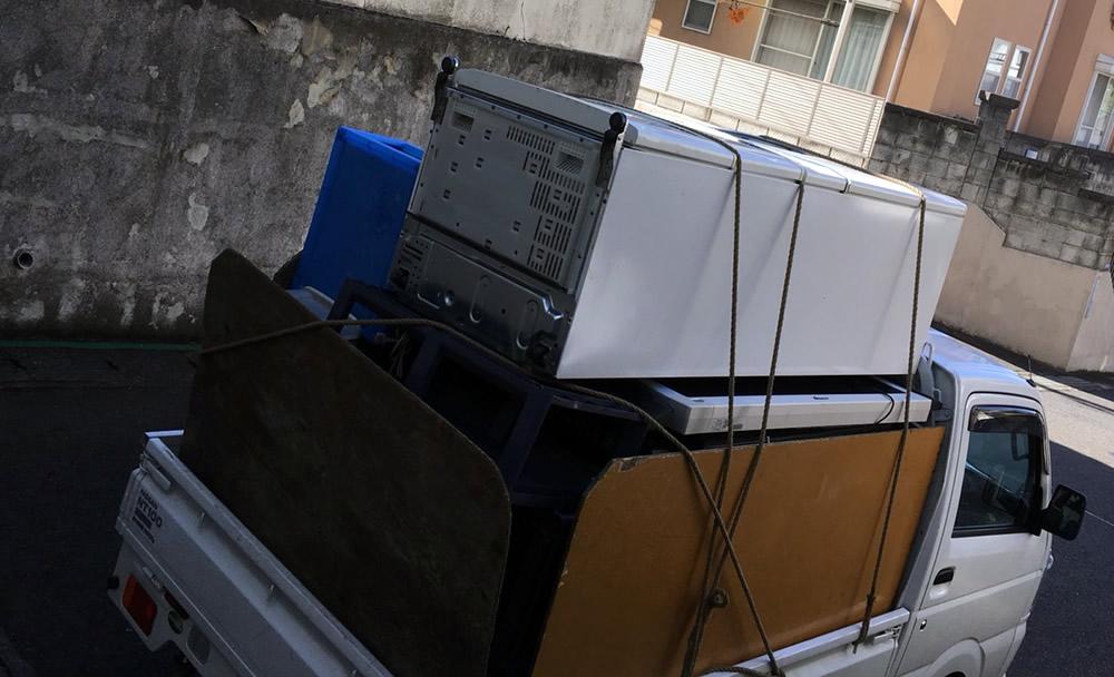 451L冷蔵庫、戸建て1階より作業員2名で搬出処分