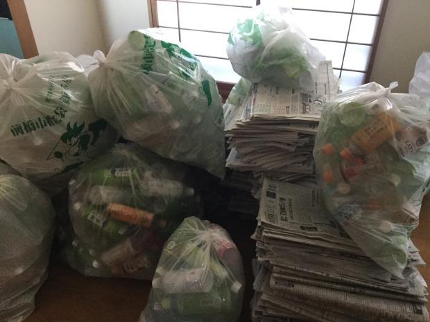【前橋市紅雲町】新聞紙やペットボトルの回収☆1年分のごみの処分ですっきりと片付きご満足いただけました!