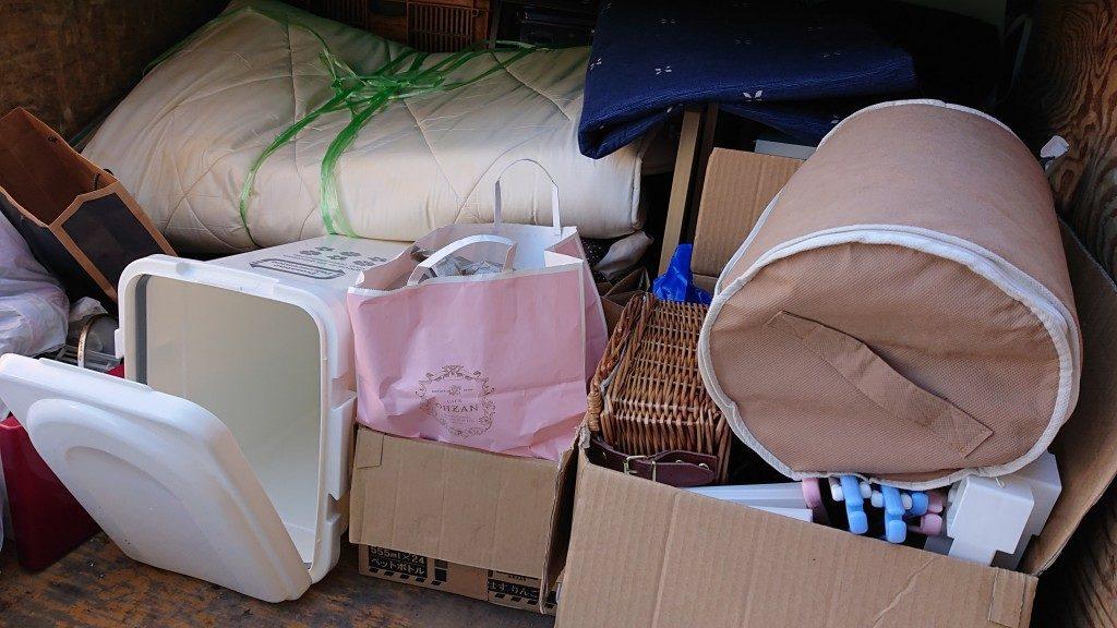 【松本市】マットレスなど不用品の回収☆軽トラ積み放題パックで階段作業にも対応できました!