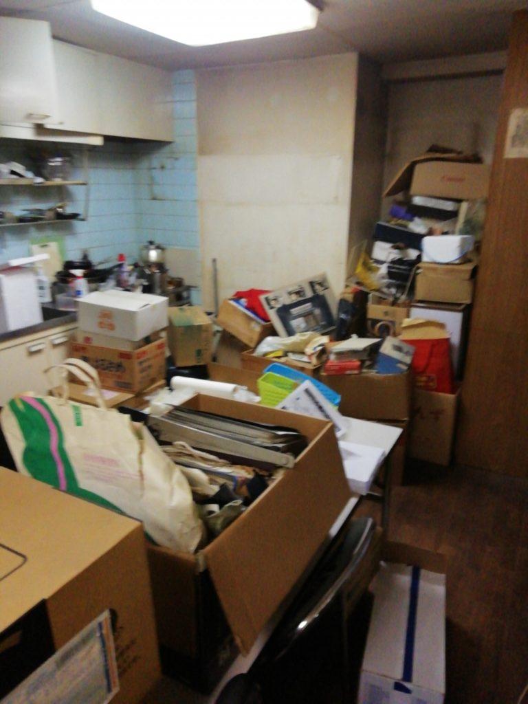 【大阪市北区】2tトラックで金庫など不用品の回収!処分品が増えても対応できてご満足いただけました!