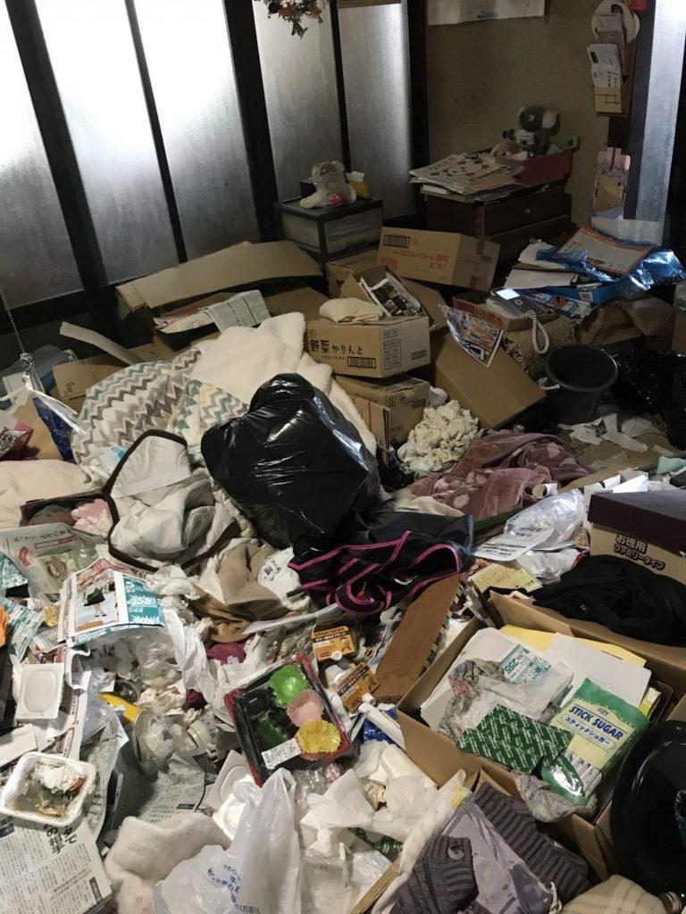 【南砺市砂子谷】2トントラック1台程度のごみの回収☆ごみで埋め尽くされていたお部屋が片付き、お客様に喜んでいただけました!