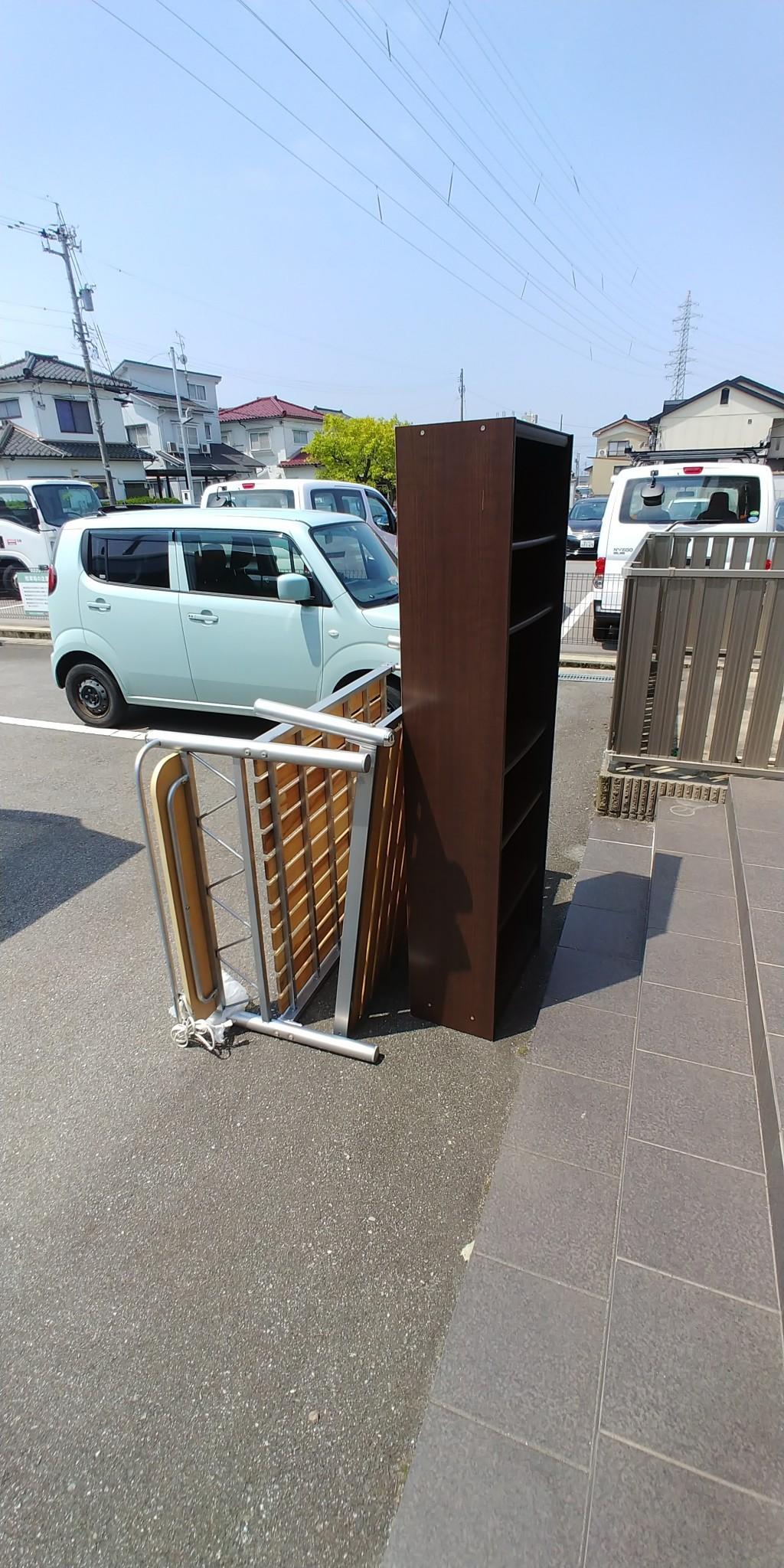 【高岡市】本棚、折り畳みベッドの出張不用品回収・処分ご依頼