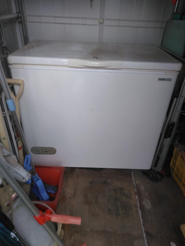 【南国市田村】業務用大型冷凍庫と伐採した木の出張回収・処分ご依頼