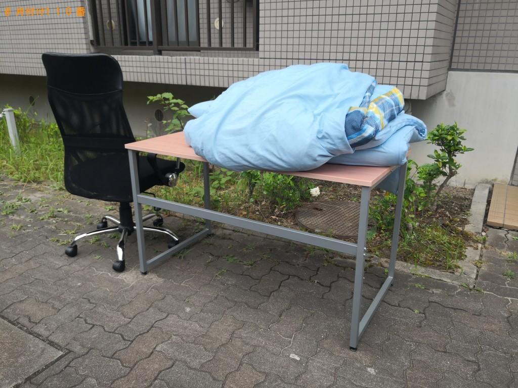 【茨木市】デスク、イス、布団の出張不用品回収・処分ご依頼