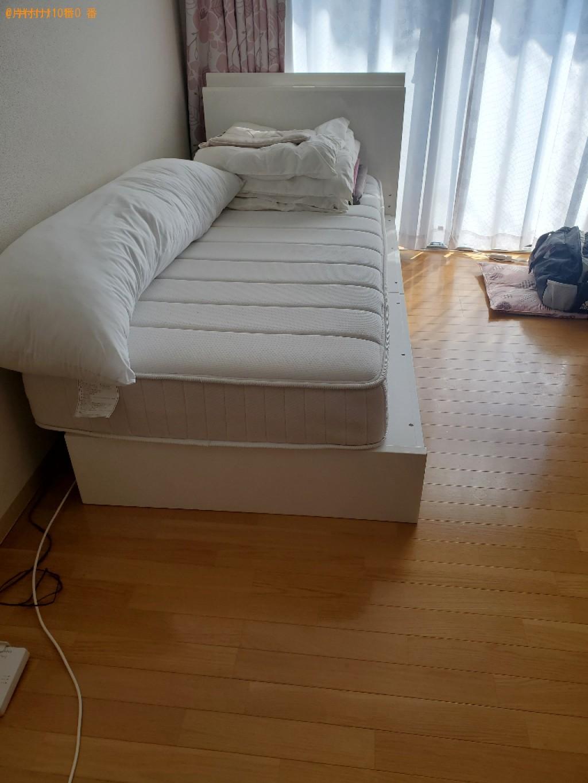 シングルベッド(マットレス付)、布団・毛布(1枚あたり)