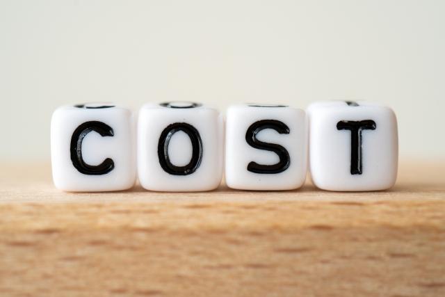 業者に依頼して伐採する際の費用相場